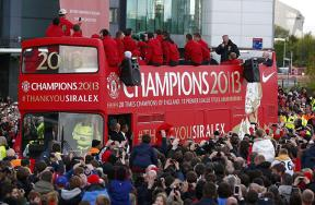 احتفالات مانشستر يونايتد بلقب الدوري الإنجليزي
