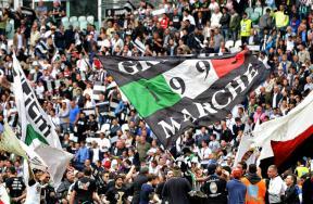 احتفالات جماهير اليوفي بالدوري الإيطالي