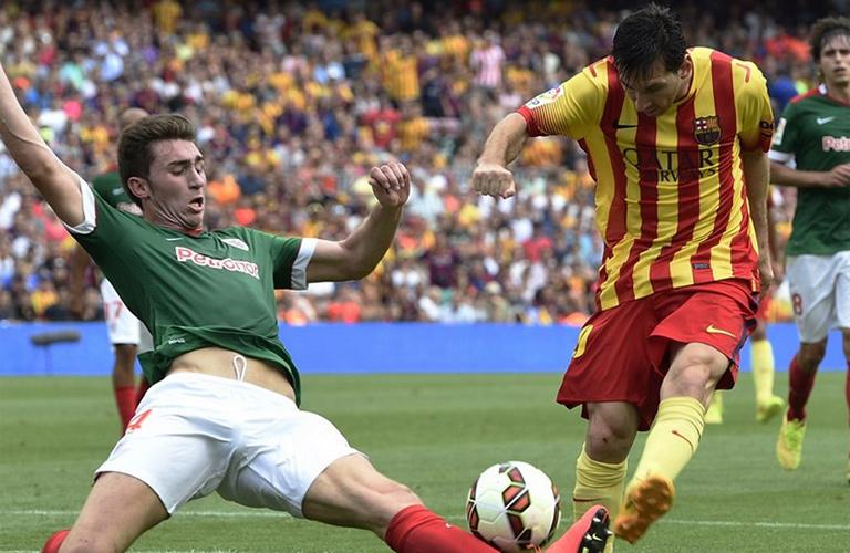 ميسي لاعب برشلونة في لقاء بلباو