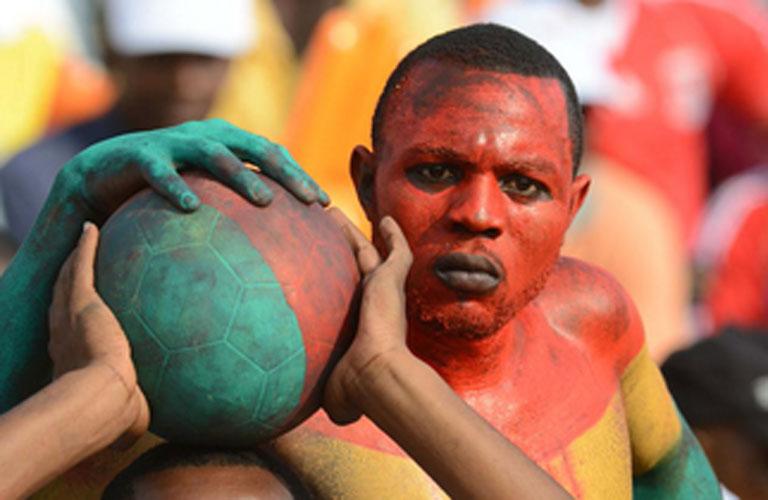 تقاليع افريقية فى مباراة غانا والسنغال