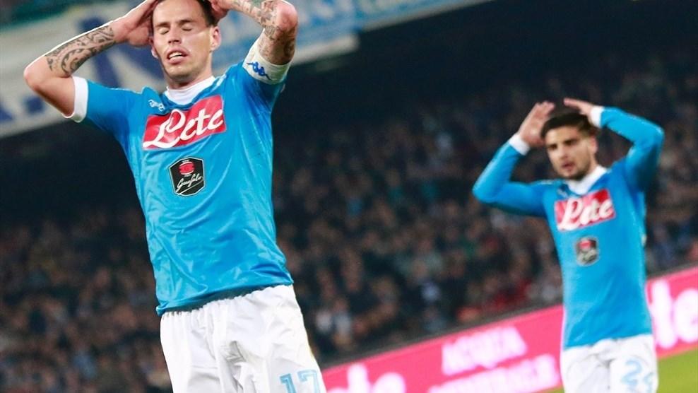 لاعبو نابولي في المباراة