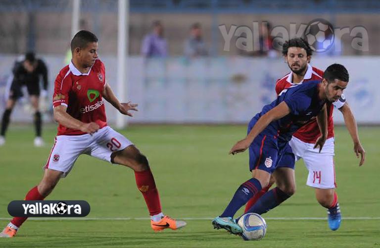 سعد سمير يتابع تحركات لاعب الافريقي