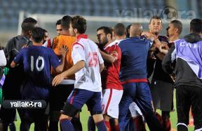 مشادة بين لاعبي الأهلي والإفريقي بعد المباراة