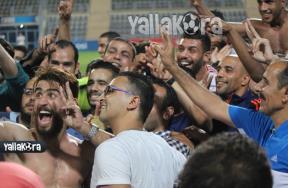 فرحة لاعبو الزمالك بالشماريخ بالفوز على النصر