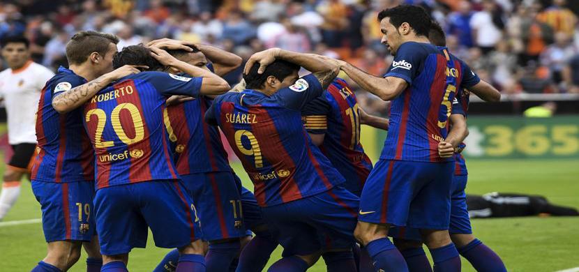 احتفال لاعبى برشلونة فى المباراة
