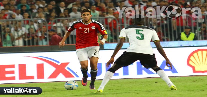 تريزيجيه يحاول المرور من لاعب غانا