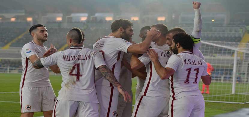 احتفال لاعبى روما فى المباراة