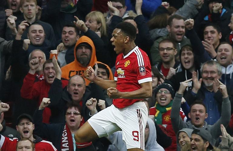 احتفال مارتيال بعد احرازه هدف فى المباراة