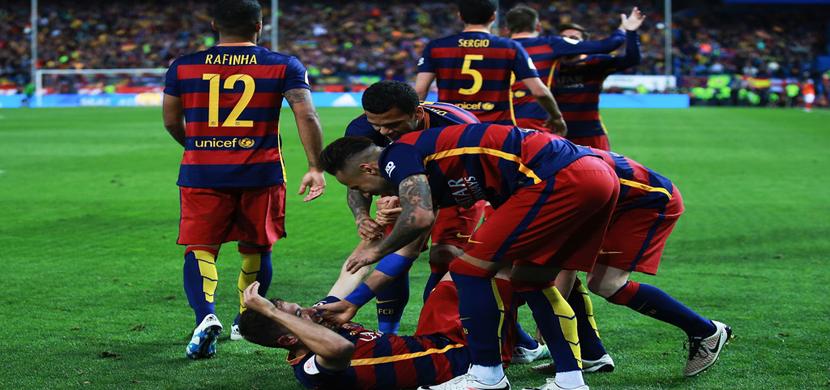 احتفال لاعبو برشلونة فى المباراة