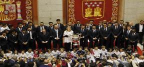 تكريم لاعبو ريال مدريد من قبل رئيسة بلدية مدريد