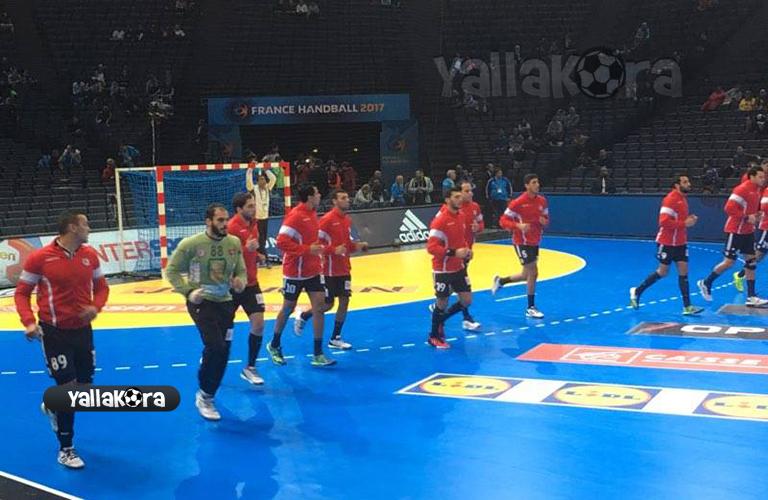 إحماء لاعبي مصر والسويد في مونديال اليد