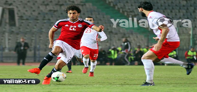 وردة يحاول المرور من لاعب تونس