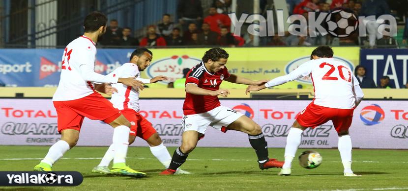 رمضان صبحى يتوسط لاعبى تونس