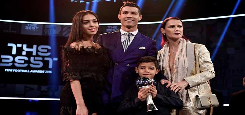 رونالدو وعائلته