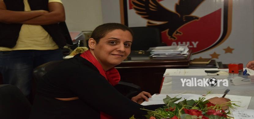 شيرين منصور تتقدم باوراق ترشحها للإنتخابات