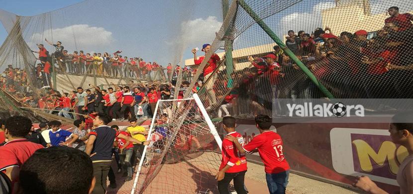 توافد واقتحام جماهير الأهلي على ملعب التتش