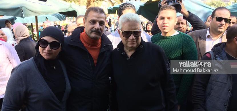صورة لمرتضى منصور مع احد اعضاء الزمالك