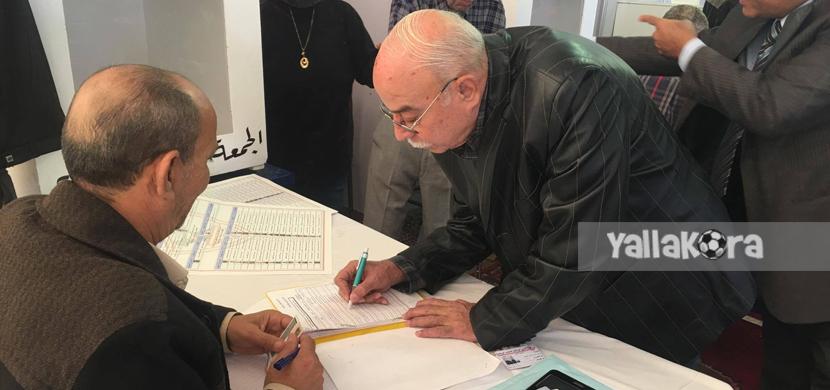 كمال درويش يدلي بصوته في الإنتخابات