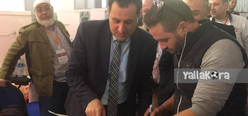حازم امام يدلي بصوته في انتخابات الزمالك