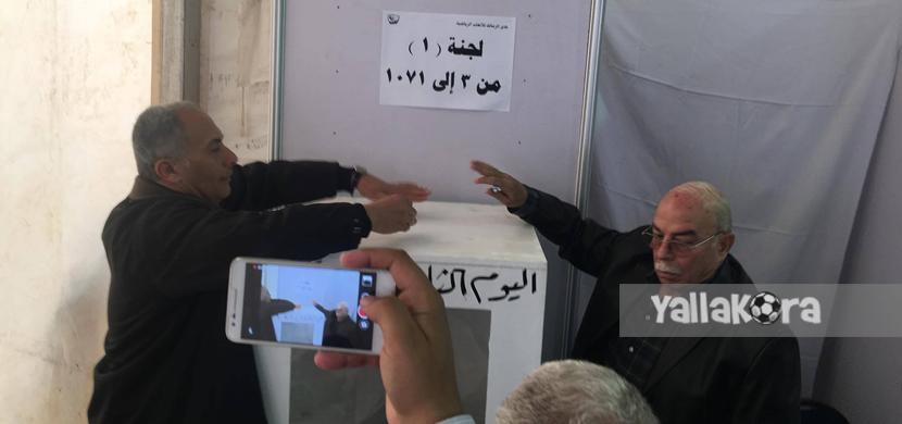 كمال درويش يدلي بصوته في انتخابات الزمالك