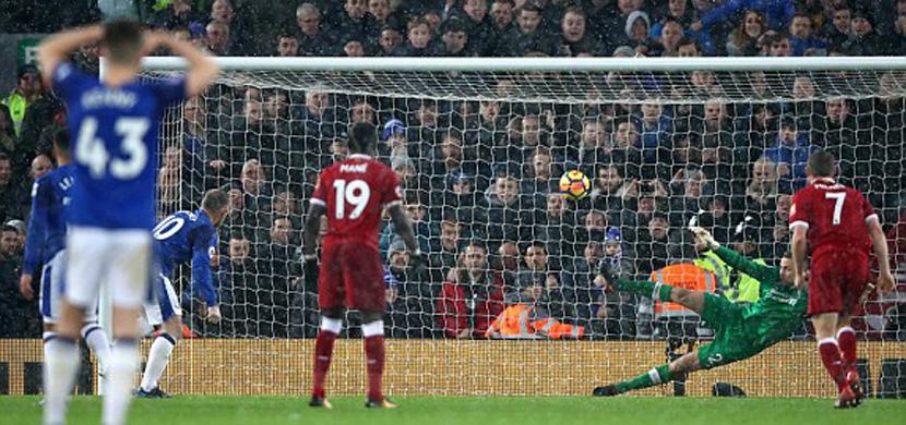 هدف روني في مرمى ليفربول