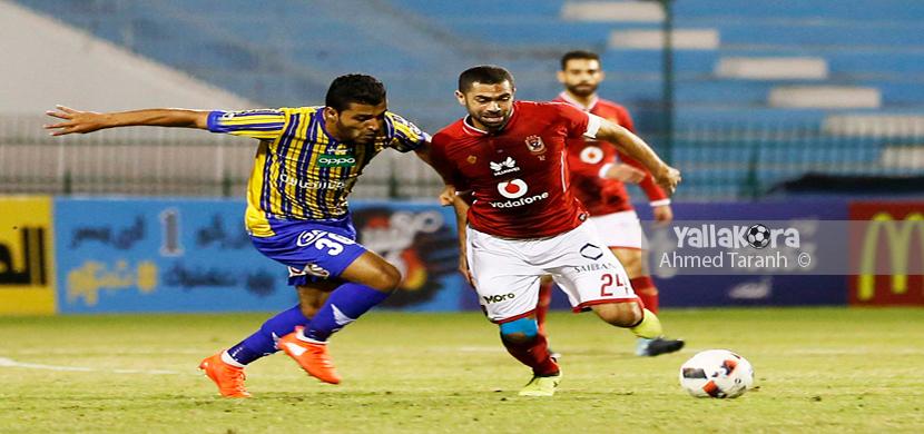احمد فتحي يحاول الإنطلاق بالكرة