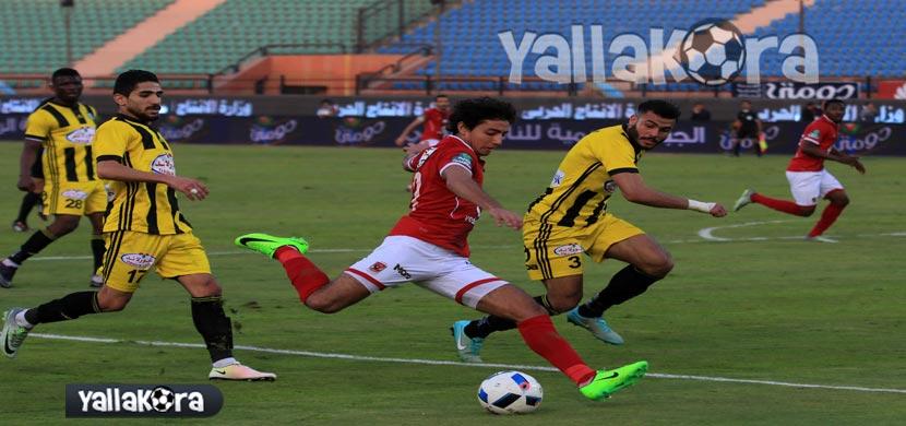 محمد هانى يراوغ لاعبي المقاولون