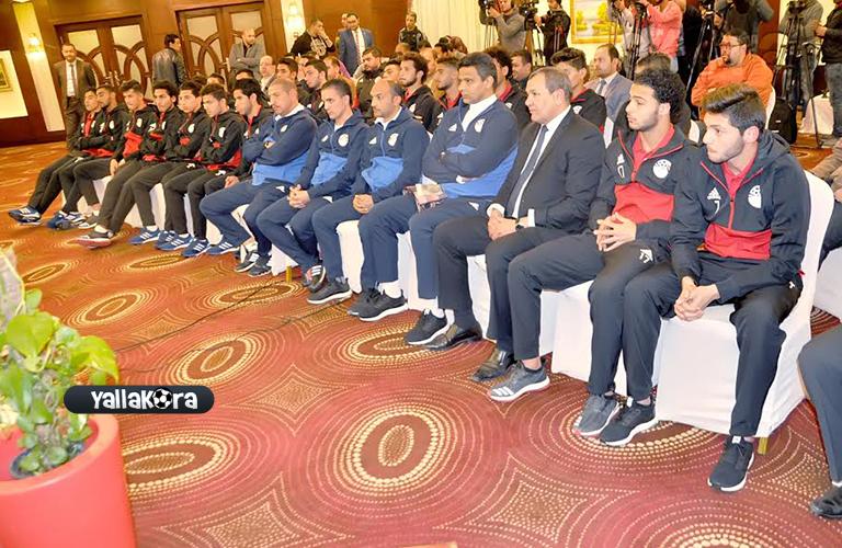 جانب من اجتماع الوزير ببعثة منتخب مصر للشباب