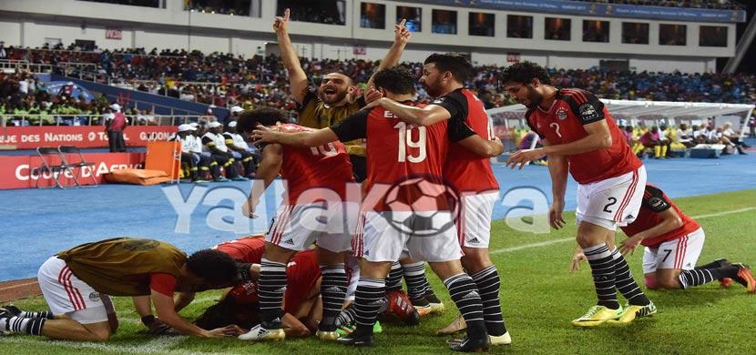 احتفال لاعبي مصر بعد هدف النني