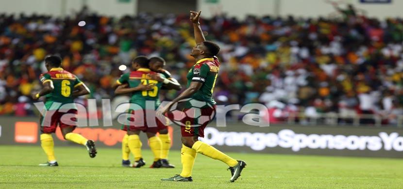 احتفال لاعبي الكاميرون