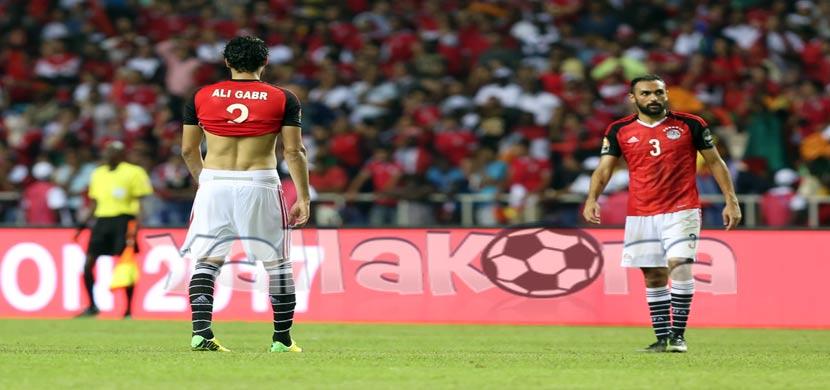 حزن لاعبي مصر بعد الخسارة أمام الكاميرون