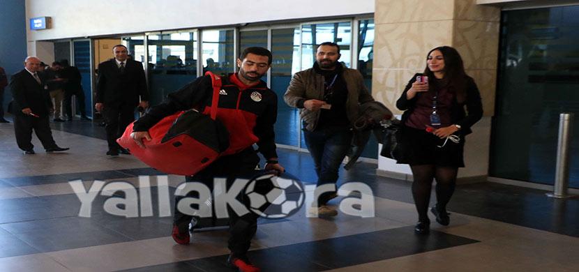 فتحي بمطار القاهرة