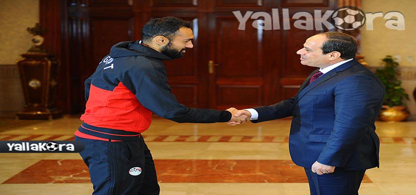 المحمدي يصافح رئيس الجمهورية