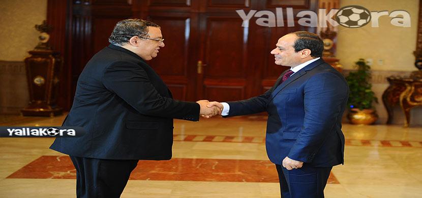 الهواري يصافح رئيس الجمهورية