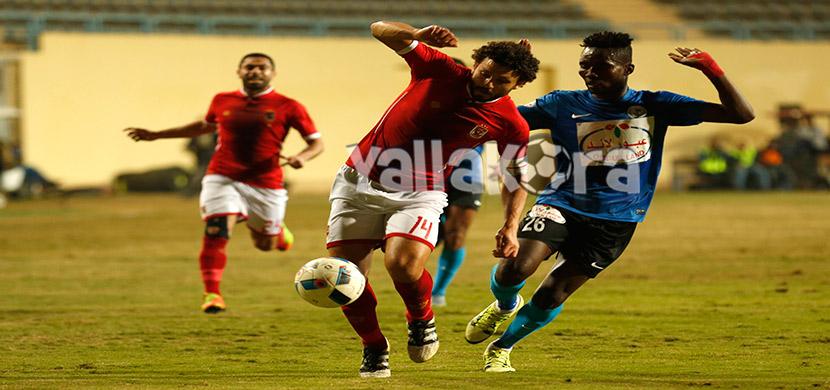 لقطة لحسام غالي فى المباراة