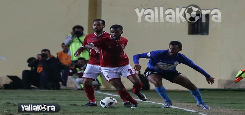 حسام عاشور يحاول المرور من لاعب الداخلية