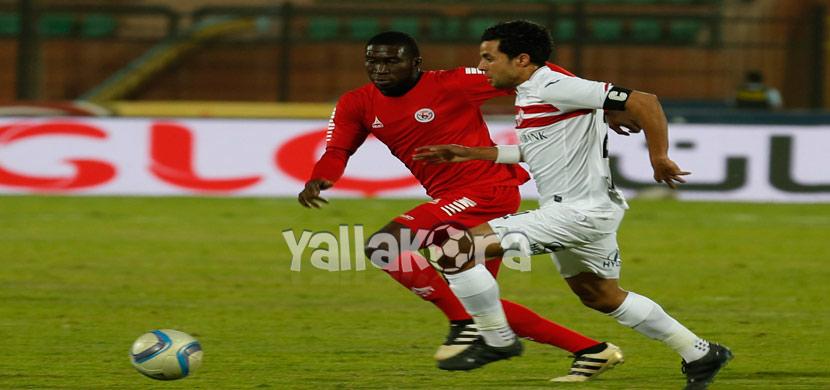 محمد ابراهيم يحاول المرور من لاعب رينجرز