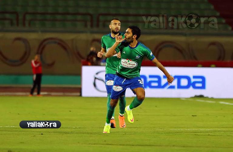 فرحة حسين الشحات لاعب المقاصة بهدفه في الزمالك