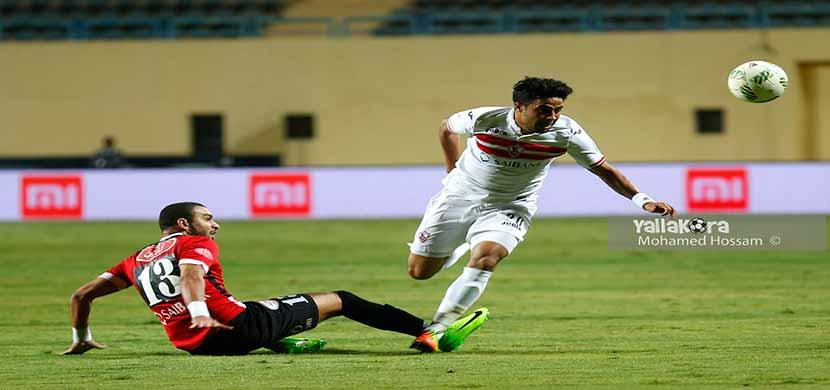 محمد ابراهيم يحاول المرور من لاعب طلائع الجيش