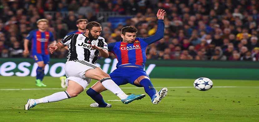 هيجواين يسدد على مرمى برشلونة