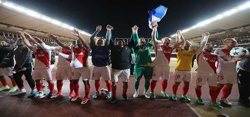 احتفال لاعبي موناكو بعد التأهل لنصف النهائي