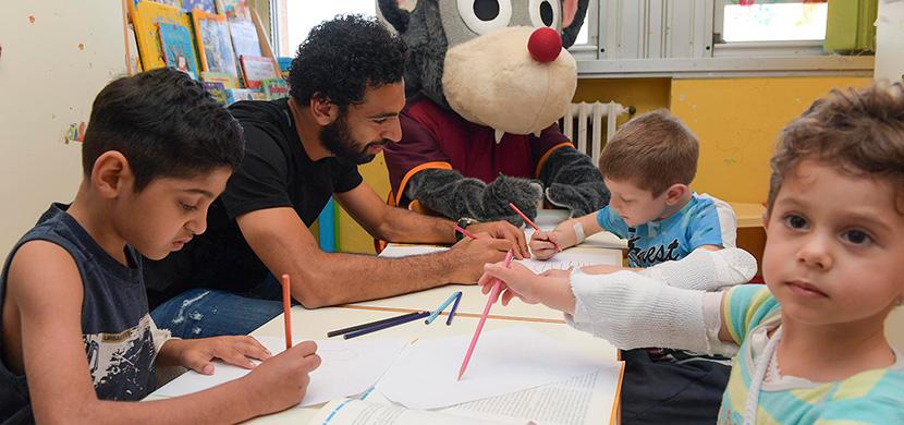 صلاح يزور مستشفي اطفال بإيطاليا