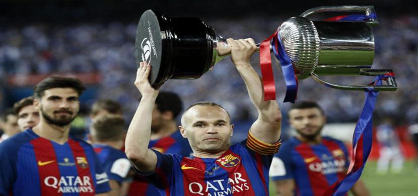انيستا يرفع كأس ملك اسبانيا