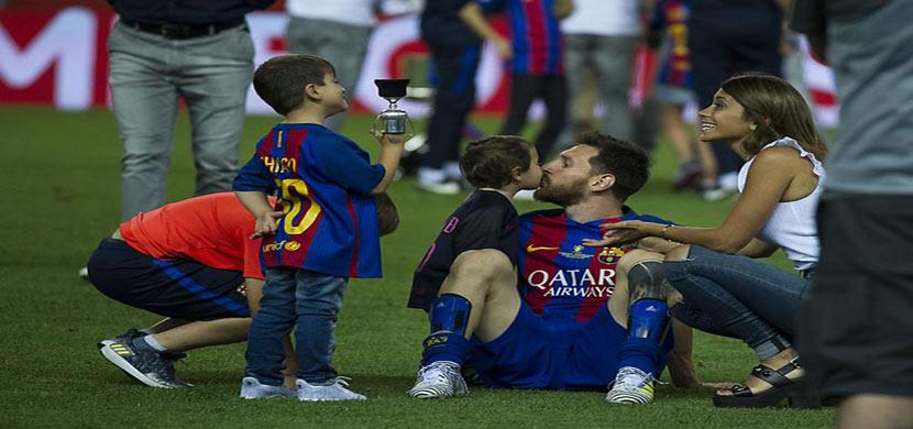 ميسي مع اطفاله