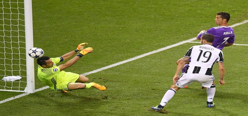 رونالدو لحظة تسجيله هدفه الثاني في بوفون