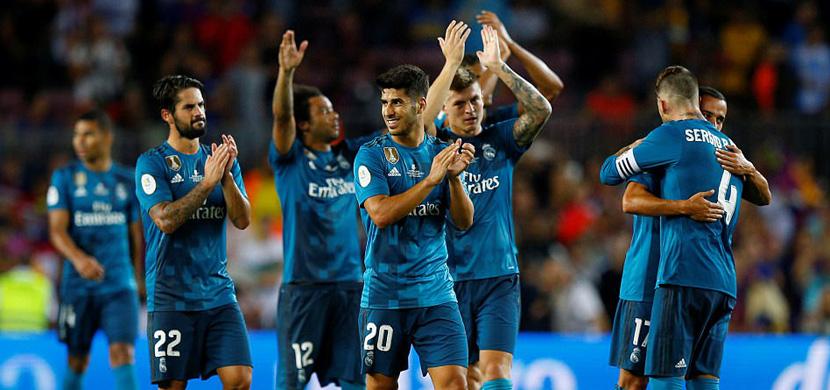 تحية لاعبي ريال مدريد للجماهير بعد المباراة