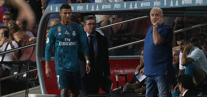 رونالدو بعد خروجه من الملعب اثر طرده في المباراة