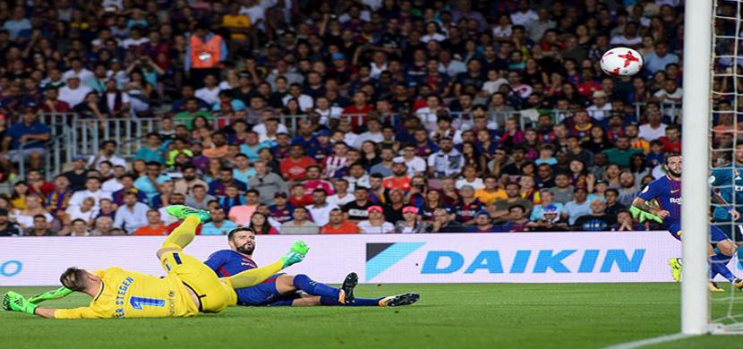 لحظة دخول الكرة في مرمي برشلونة