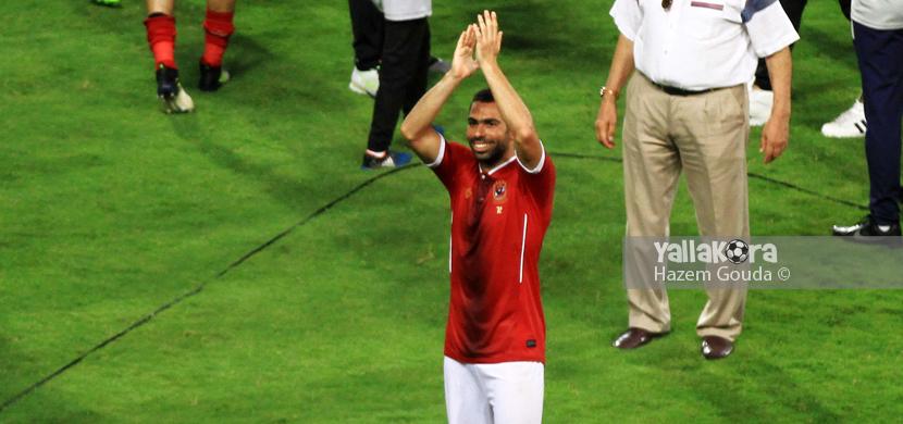 احمد فتحي يتلقي تحية الحضور