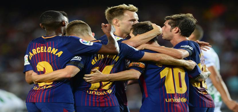 احتفال لاعبي برشلونة في المباراة
